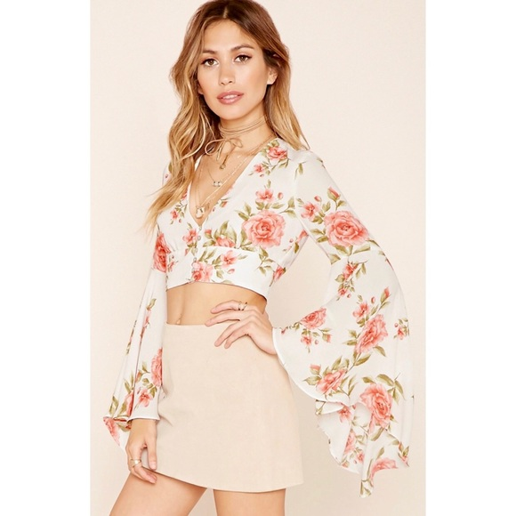 bcfec59ecd98a3 Forever 21 Tops - Floral Bell sleeve crop top